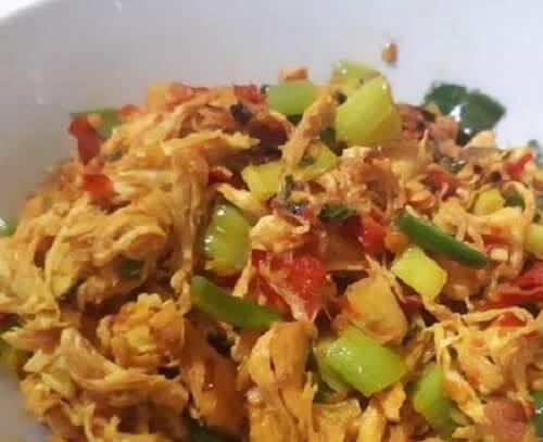 Resep Ayam Suwir Pedas Bumbu Kuning