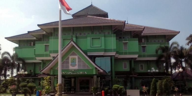 Kantor Bupati Karawang (Foto: Kompas.com)