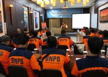 Deputi I Bidang Pencegahan dan Kesiapsiagaan BNPB, Wisnu Widjaja saat menjelaskan tentang kesiapsiagaan bencana di diklat teknis pemanggulangan bencana bagi wartawan, Rabu (24/4) di Bandung (Foto: BNPB)