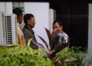 Menko Polhukam Wiranto sudah sembuh setelah dirawat selama sembilan hari akibat penusukan yang melukai perutnya. Wiranto tampak keluar dari RSPAD sekitar pukul 13.10 WIB, Sabtu (19/10/2019). Mengenakan jaket cokelat dan keluar melalui pintu belakang tempat dia dirawat di Paviliun Kartika.(Foto: Ist/detikcom)