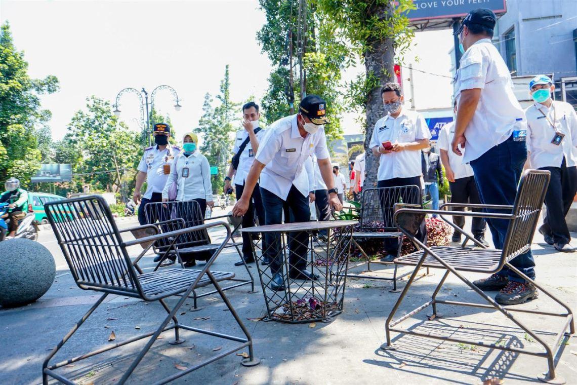 Sekda Kota Bandung Ema Sumarna saat meninjau kawasan Dago, (Foto: Istimewa)