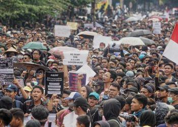 Ilustrasi unjukrasa tolak Omnibus Law (Foto: CNNIndonesia)