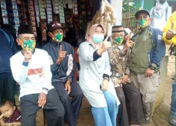 Calon Bupati Bandung  Nia Naser saat blusukan di Kecamatan Cicalengka, Senin (30/11/2020). (Foto : verawati/dara.co.id)