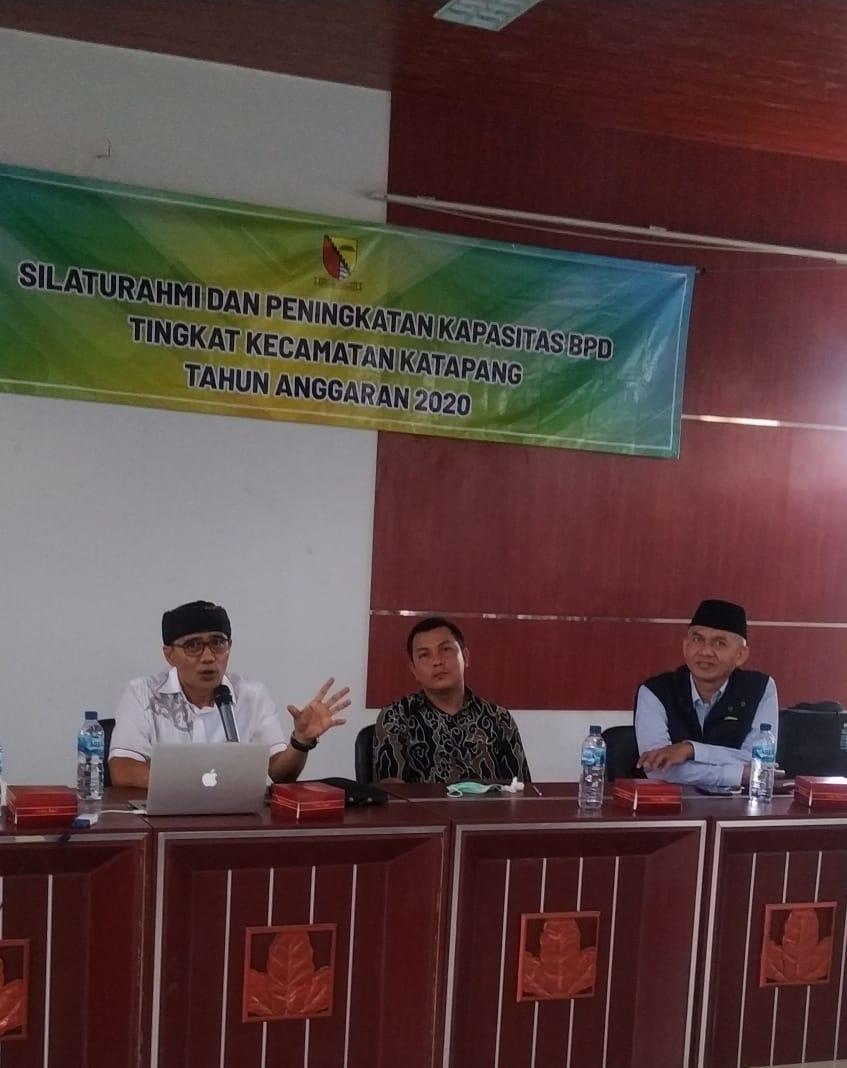 Silaturahmi dan Peningkatan Kapasitas BPD yang dihadiri Ketua Asosiasi BPD Kabupaten Bandung, Firman Lesmana dan pakar politik Dadang Rusdiana (Foto: denkur/dara.co.id)