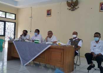 Satgas Covid-19 KBB tengah membahas pencegahan penyebaran Covid-19 di Kecamatan Rongga, Rabu (2/12/2020) ( foto istimewa)
