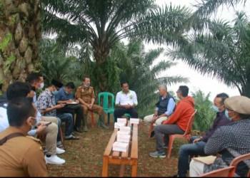 Bupati Subang, H Ruhimat menerima kunjungan Direktur Operasional BUMD Jawa barat PT Jaswita Jabar Agoes Darmadi, SE membahas pembangunan objek wisata baru yang bernama Bukit Santiong Ciater (Foto: Yudi/dara.co.id)