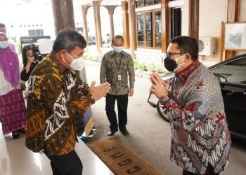 Bupati Garut, Rudy Gunawan, menerima kunjungan dari BKSAP (Badan Kerja Sama Antar Parlemen) DPR RI (Dewan Perwakilan Rakyat Republik Indonesia) di Ruang Pamengkang, Pendopo Garut (Foto: Andre/dara.co.id)