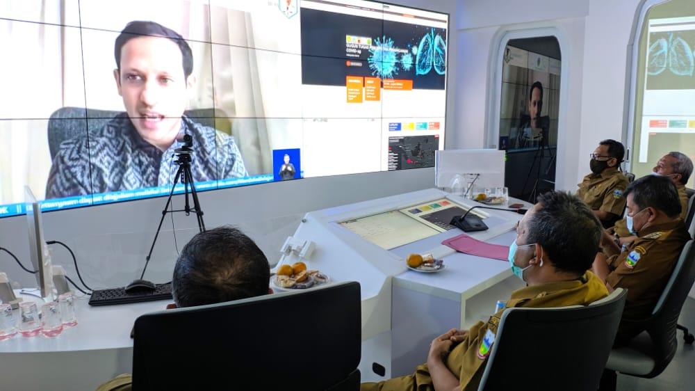 Bupati Garut, Rudy Gunawan, menghadiri kegiatan video konferensi bersama Menteri Pendidikan dan Kebudayaan Republik Indonesia, Nadiem Makarim, mengenai Program Sekolah Penggerak  (Foto: Andre/dara.co.id)