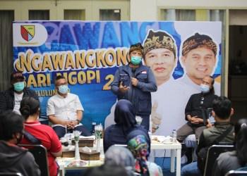 Bupati Bandung Dadang M Naser menyampaikan sambutan pada acara Ngawangkong Bari Ngopi, di Rumah Dinasnya, Jumat (5/2/20221)