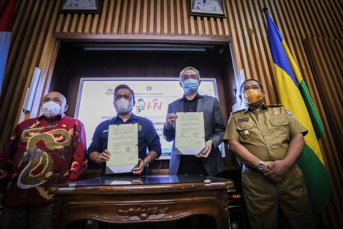Wakil Wali Kota Bandung Yana Mulyana menyampaikan apresiasinya terhadap peran aktif wartawan dalam menyebarkan informasi dan mengedukasi masyarakat (Foto: Avila/dara.co.id)