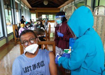 Vaksin pertama bagi PHRI Kabupaten Bandung Barat (Foto: Istimewa)