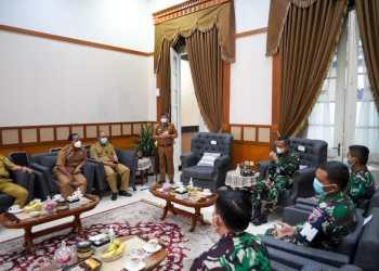 Bupati Garut, Rudy Gunawan, menerima kunjungan kerja Komandan Lanud (Pangkalan Udara) Husein Sastranegara dan tim rombongan di Gedung Pendopo, Kecamatan Garut Kota, Kabupaten Garut (Foto: Istimewa)