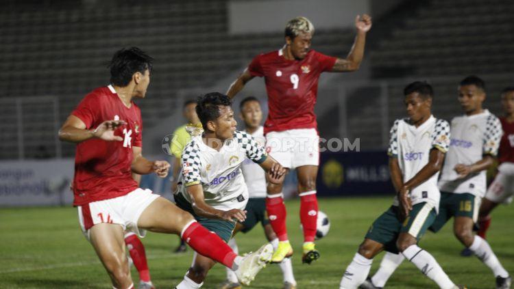 Timnas Indonesia U-23 berhasil meraih kemenangan 2-0 di laga uji coba kontra PS Tira Persikabo yang berlangsung di Stadion Stadion Madya Gelora Bung Karno, Jumat (05/03/21).  (Foto : Indosport.com)