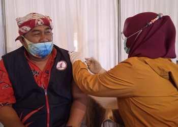 Dinas Kesehatan (Dinkes) Garut kembali melaksanakan vaksinasi massal di Sarana Olah Raga (SOR) Ciateul, Kecamatan Tarogong Kidul, Kabupaten Garut, Sabtu (17/4/2021). (Foto : istimewa)