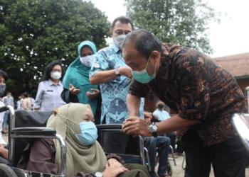 Pimpinan dan Anggota Komisi V DPRD Provinsi Jawa Barat Saat Meninjau Panti Rehabilitasi Penyandang Disabilitas Mental Sensorik Netra, Rungu Wicara, Tubuh (PSRPD MENSENETRUWITU) Dinas Sosial Provinsi Jawa Barat di Kota Cimahi. Selasa, (18/05/2021).