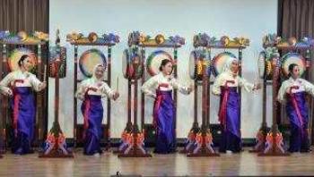 Penampilan tari Samgomu yang menampilkan keindahan budaya Korea