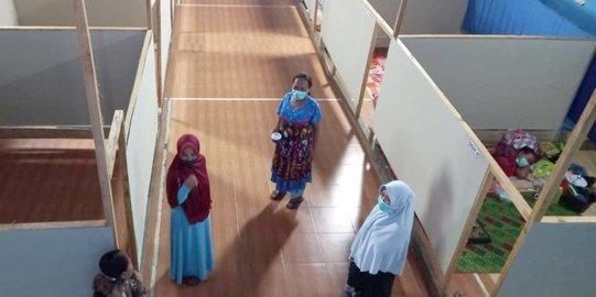 Warga diisolasi di GOR Desa Hergamanah, Bungbulang, Garut, Jumat (21/5).(Foto : merdeka.com)
