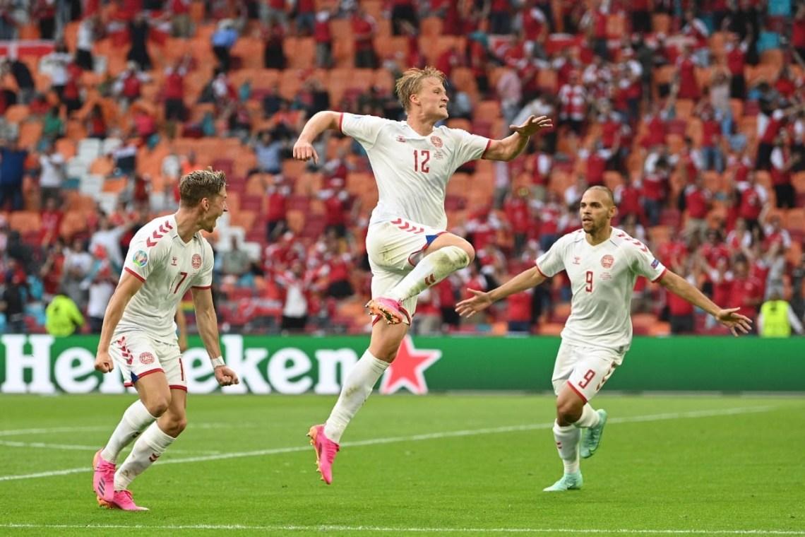 Kasper Dolberg saat merayakan golnya ke gawang Wales, pada babak 16 besar Piala Eropa 2020, di Stadion Johan Cruijf Arena, Belanda, Minggu (27/6/2021). Denmark menang dengan skor telak, 4-0.(Foto : Twiter EURO)