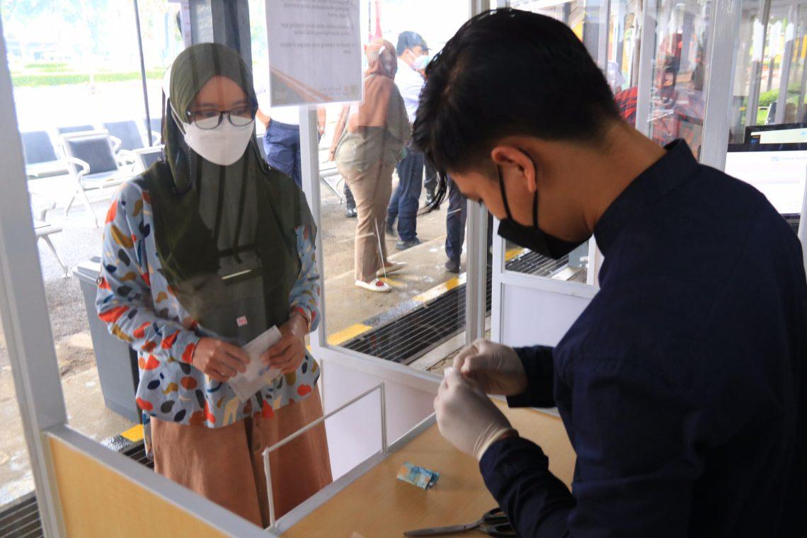 Ilustrasi tes PCR di stasiun kereta api Bandung (Foto: Istimewa)