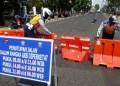 Sejumlah ruas jalan di Kota Bandung, Jumat (18/6/2021) mulai ditutup. Penutupan jalan ini berdasarkan Surat instruksi dari Wali Kota Bandung Oded M Danial guna meminimalisir aktivitas masyarakat karena kasus COVID-19.(Foto: Humas Pemprov Jabar)