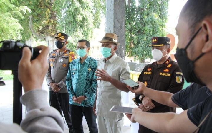 Bupati Subang, H Ruhimat meninjau sidang Tipiring pelanggaran PPKM Darurat (Foto: Yudi/dara.co.id)