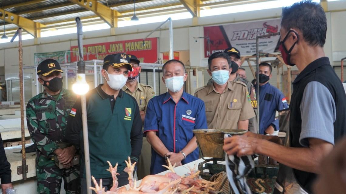 Wakil Bupatyi Bandung, Sahrul Gunawan saat blusukan ke sejumlah pasar (Foto: Istimewa)