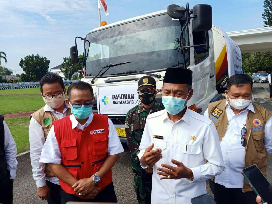 PT OKI Pulp and Paper Mills (Sinarmas Group) bantu Pemerintah Kabupaten Ogan Komering Ilir (OKI) oksigen liquid sebanyak 15000 liter (Foto: Istimewa)