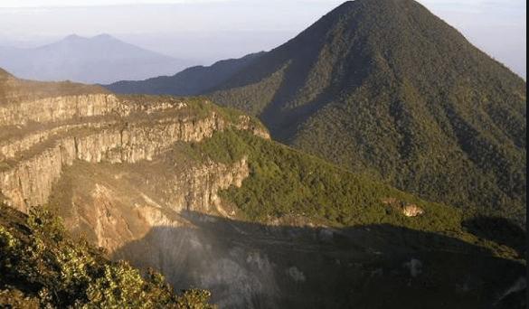 Gunung Gede Pangrango (Foto: screenshot Republika)