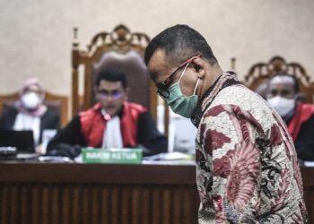 Majelis Hakim Pengadilan Tindak Pindana Korupsi (Tipikor) mencabut hak politik dan memvonis 5 tahun penjara kepada Mantan Menteri Kelautan dan Perikanan Edhy Prabowo setelah terbukti melakukan tindak pindana korupsi,Kamis (15/7/2021). (Foto: CNNIndonesia)