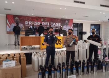 Polisi tangkap dua penjual tabung oksigen diatas harga eceran tertinggi. (Foto:Divisi Humas Polri)