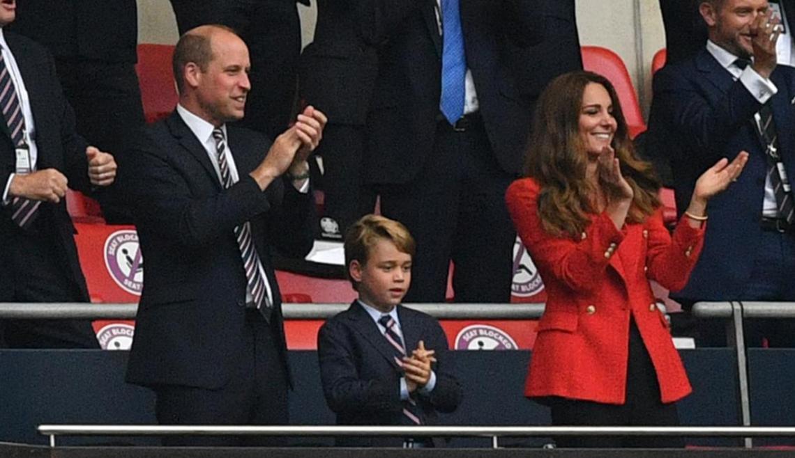 Pangeran William turut merayakan kemenangan The Three Lions Inggris atas Timnas Ukraina pada perempat final Piala Eropa 2020, Minggu (4/7/2021).(Foto : liputan6.com)