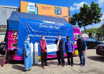 Ketua Harian Posko Oksigen Jabar Hanif Mantiq, usai menerima bantuan 200 oksigen dari Bank Indonesia Perwakilan Jawa Barat (BI Jabar), di Posko Oksigen Jabar, Rabu (4/8/2021).(Foto : Istimewa)