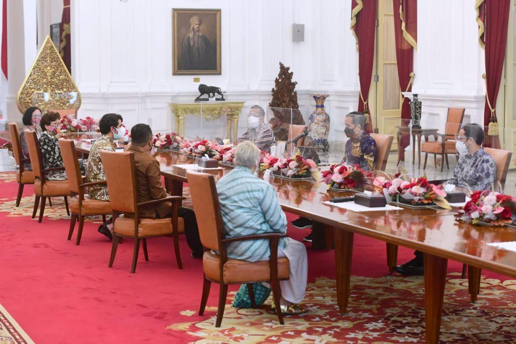 Presiden Joko Widodo menerima Komite Festival Film Indonesia, Senin (06/09/2021), di Istana Merdeka, Jakarta. (Foto: BPMI Setpres/Muchlis Jr)