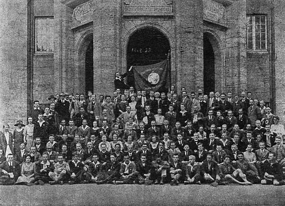 Creative Commons: SAT-kongreso 1923 en Kaselo, Germanio. Komuna foto de la partoprenantoj (Sennacieca Revuo)