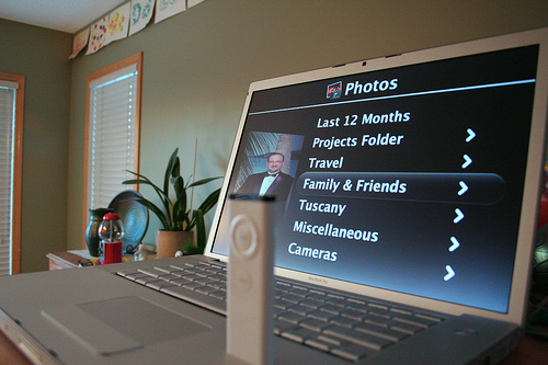 iPhoto + Front Row (by D'Arcy Norman)