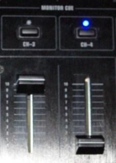 Alzare il volume della traccia corrente e bassare quello in preascolto