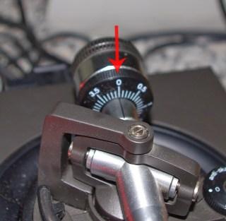 Azzerare l'anello della scala della taratura del braccetto