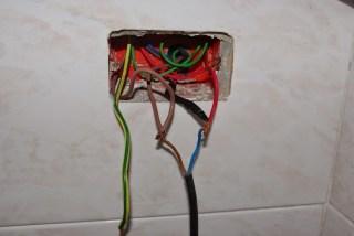 montaggio spina elettrica d'emergenza