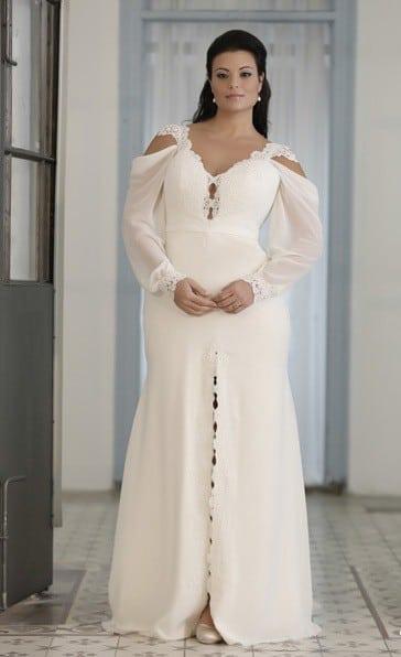 224115236b6a1 Bishop Sleeve Plus Size Wedding Gown by Darius Cordell ·  backofaBishopSleeveWeddingGownforPlusSizeBrides DariusCordell