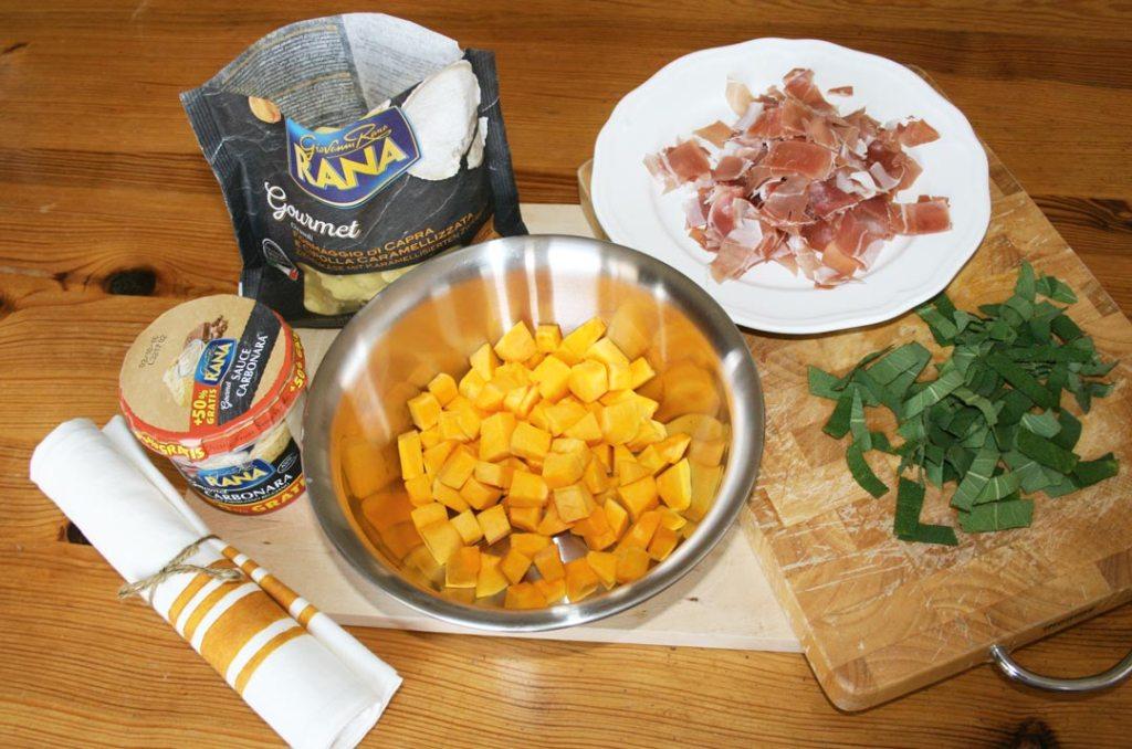 Die Zutaten für Pasta Girasoli mit Kürbis, Speck und Salbei.