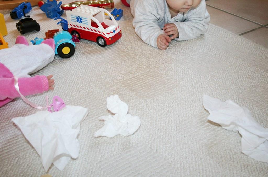 Fotografie von: Kinder, Spielzeug und ganz viele Taschentücher! So sieht es gern mal in Krankheitsphasen bei uns aus. Darjas Welt