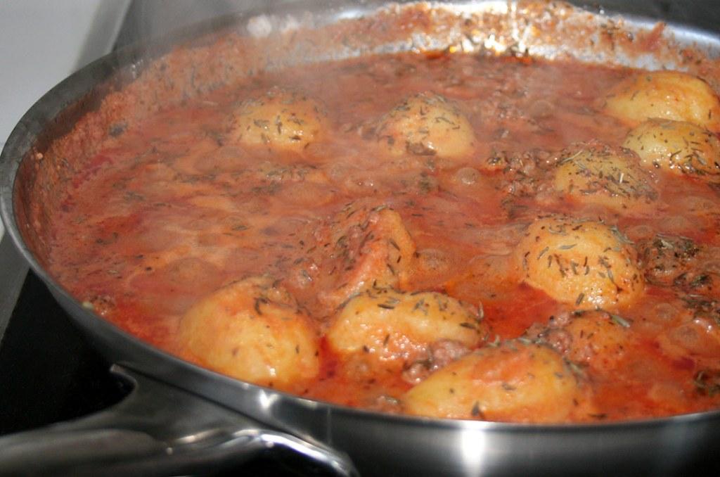 Foto von: Die Kartoffel Hack Pfanne am kochen auf dem Herd. Darjas Welt