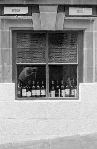 Wine Bar, Selphy, Valletta, Ilford Delta 100, Darkroom Malta, Developing, 35mm Film, Alan Falzon,Pentax