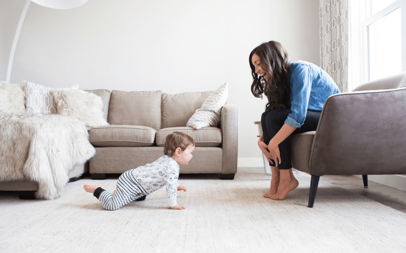 5 Things that every working mom should do each week. Strategies to help working moms manage work and home.