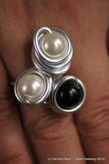 Bague 3 perles 2 couleurs prix : 8€