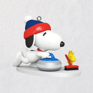 2017 Peanuts Winter Fun with Snoopy Hallmark Keepsake Mini