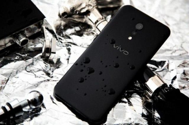 Vivo-XPlay-6-Matte-Black-Edition-10