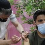 Israel, el primer país en vacunar a mayores de 60 años con una tercera dosis