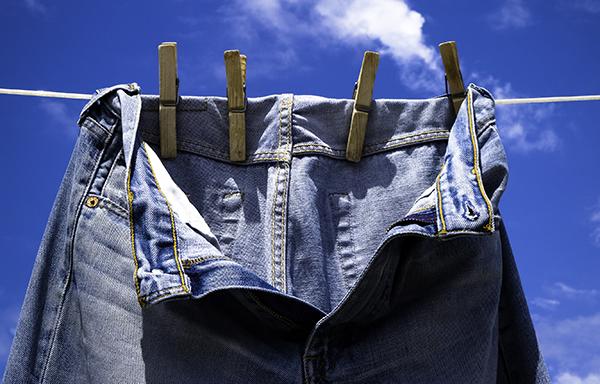 Faites sécher vos jeans à l'air libre !