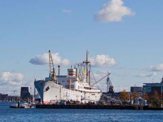 MS Georg Büchner im Rostocker Stadthafen, Foto: Grand-Duc, GFDL-1.2